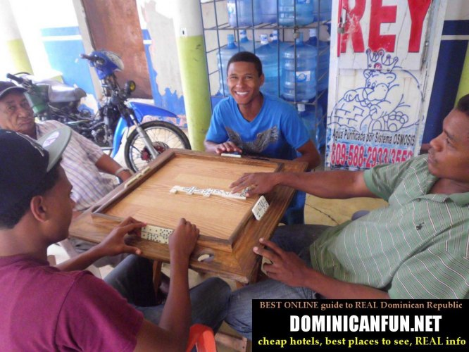 playing domino in dominican republic