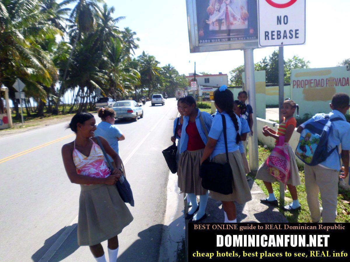 dominican schoolgirls